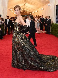 カーリー・クロス - 注目のモデルは重めのゴージャスプリンセスドレスで Met Gala 2014 | 海外セレブファッションスナップ CELEB SNAP