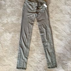"""Knit jeggings 95% cotton 5% elastane. Super stretch. Faux front pockets. Mid rise. Olive green. 32"""" inseam. American Eagle Outfitters Pants Leggings"""