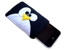 This article covers 19 extremely creative and original iPhone cases. Check out these very unique, original, and amazing cases and sleeves for iPhone. Felt Phone Cases, Felt Case, Iphone Cases, Felt Diy, Felt Crafts, Pochette Portable, Sewing Class, Mobile Cases, Felt Ornaments
