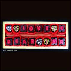 شکلات شوپن طلایی از تبارمریمم  مقدس اما آلوده به تو... #شکلات_پرنسلین #شکلات_لاکچری #شکلات_ولنتاین #هدیه_سالگرد_ازدواج #هدیه_هنری #کادو_هدیه #کادو_تولد #کادو_خاص #هدیه_تولد