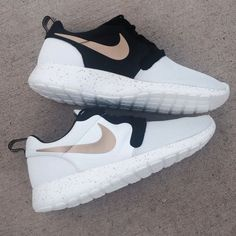 n047 - Nike Roshe Run (Gold Trophy)