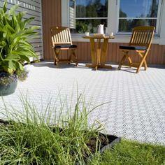 terrassenbodenbelag aus hellgrauen terrassenfliesen bergo. Black Bedroom Furniture Sets. Home Design Ideas