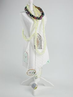Mit Perlenkette dekoriert, eine Schneiderpuppe im Shabby -Stile in Miniatur, 1:12, das ideale Geschenk für den Puppenhaus  Sammler von UllisKreativeEcke auf Etsy