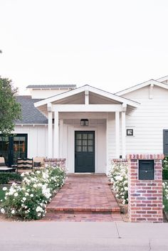 Cottage Style, Craftsman House Plans, Modern Exterior, Rustic Home Interiors, House Exterior, House Styles, Spanish Style Homes, Craftsman House, Rustic House