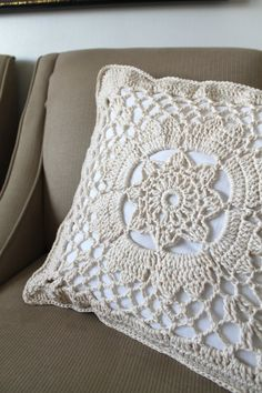 PILLOW CROCHET CREAM - you could do this with burlap and paint over a crocket item!