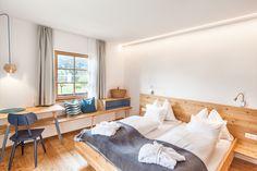 Holzzimmer Beleuchtung indirekt Naturmöbel Biohotel Bed, Furniture, Home Decor, Lighting, Timber Wood, Decoration Home, Stream Bed, Room Decor, Home Furnishings