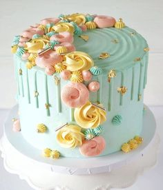 Mint Birthday Drip Cake Cake 20 Fabulous Drip Cakes Inspiration - Find Your Cake Inspiration Cake Decorating Frosting, Cake Decorating Designs, Cake Decorating Techniques, Cake Decorating For Kids, Birthday Cake Decorating, Birthday Drip Cake, Beautiful Birthday Cakes, Crazy Birthday Cakes, 21st Birthday Cake For Girls