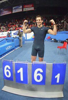 Renaud Lavillenie bat le record du monde de Sergueï Bubka avec 6m16 - 15 février 2014, à Donetsk en Ukraine