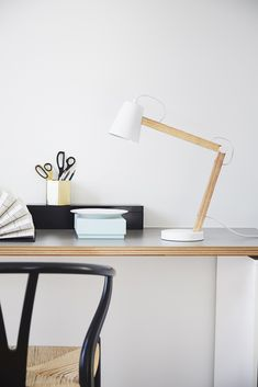 Lampa de birou Play White Matt / Nature #homedecor #interiordesign #inspiration #interiordesign #lamp #office Desk Lamp, Table Lamp, Play, Floating Nightstand, Interior Design, Living, Inspiration, Furniture, Lamp Design