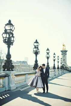 Celebrating love in Paris with a destination engagement shoot by Axioo // Tres Chic: Agung and Vili's Parisian Engagement Image source Paris Engagement Photos, Engagement Images, Engagement Shoots, Photo Couple, Couple Shoot, Paris Photography, Couple Photography, Engagement Photography, Paris Couple