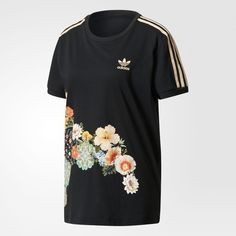This collaboration with Brazilian label The FARM Company redefines a sporty wardrobe staple with floral graphics. This women's t-shirt shows off a mosaic-like pattern of vibrant petals and intricate mandalas.