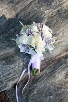 Gorgeous bouquet of baby's breath, dried lavender, and peonies. ♥