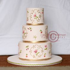 Round three tier custom unique elegant wedding cake designs and pictures 5 - Wedding and birthday cake unique modern ideas, designs, and pictures