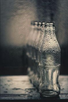 Emma Megan Photography saved to Black & White Photos The black and white bottles demonstrate repetition. i like how the bottle are wet it really adds to the image. Depth Of Field Photography, Still Life Photography, Creative Photography, Art Photography, Photography Institute, Framing Photography, Artistic Photography, Landscape Photography, Fotografia Macro