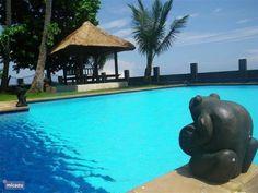 Het zwembad is 100 m2 en is altijd aangenaam warm en wordt dagelijks schoongemaakt. Met uitzicht op zee!