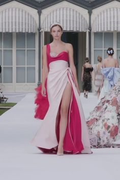 Stunning Embellished Asymmetric Pale Pink Silk Double Satin One Shoulder Slit Sweetheart Sheath Evening Maxi Dress / Evening Gown. Runway Show by Ralph & Russo Haute Couture Dresses, Couture Fashion, Elegant Dresses, Beautiful Dresses, Formal Dresses, Look Fashion, Fashion Show, Godmother Dress, High Fashion Dresses