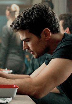 Divergent Theo James, Divergent Fandom, Divergent Trilogy, Divergent Insurgent Allegiant, Tobias, Beautiful Boys, Gorgeous Men, Tris E Quatro, Tris Und Four