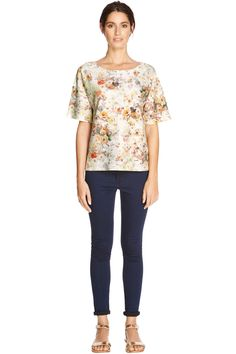 PRETTY FLORAL TEXTURED TEE