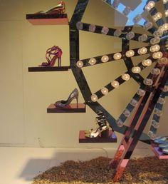 Como montar uma vitrine de roupas e calçados 11