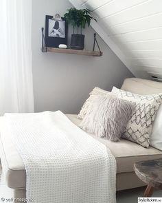 For the love of interior - Hemma hos cathrinesjovik Room Goals, Floating Nightstand, Bedroom, Storage, Table, Furniture, Home Decor, Boho, Floating Headboard