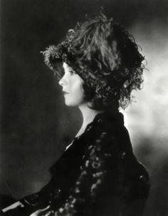 Lillian Gish in La Boheme (1926)