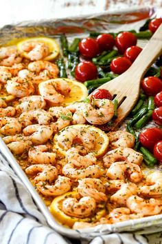 Sheet pan shrimp scampi with tomatoes and asparagus Blechgarnelenscampi mit Tomaten und Spargel Pan Shrimp Recipe, Shrimp Recipes, Fish Recipes, Keto Recipes, Healthy Recipes, Shrimp Meals, Yummy Recipes, Recipies, Dinner Recipes