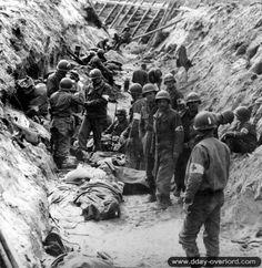 06/06/1944 - 23:30 - Omaha Beach: le Major Tegtmeyer signale par radio au colonel Ficchy que rien n'est en place pour évacuer les blessés et quelque chose doit être entrepris.