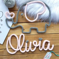 This is an adorable little name sign for a nursery! love the colors and the design. Wire Crafts, Diy And Crafts, Pochette Diy, Spool Knitting, Baby Name Signs, Crochet Decoration, Creation Deco, Wire Art, Baby Decor