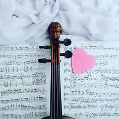 Lada moment minie 18 lat od kiedy pierwszy raz się spotkaliśmy. Wiem że mieliśmy sporo upadków ale wzlotów - zawsze o jeden więcej. Muzyczna przygodo trwaj!  ___________________________ #violin   #violino   #violinist   #violingirl   #violinlife   #violinlove   #geige   #fiddle   #skrzypce   #muzyka   #skrzypaczka   #musicmajor   #musicaclassica   #instaclassical   #bestmusicshots   #musicphotography   #mrhead   #artist   #luthier   #heart   #passion   #positivevibes   #littlethings…
