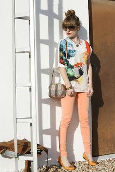 Love the orange jeans + flats.