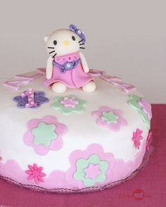 hallo kitty cake 1st birthday party