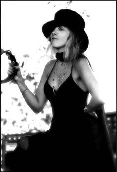 Stevie Nicks, 1977 (via ClassicPics on Twitter)