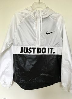Windbreaker Outfit, Nike Windbreaker, Nike Outfits, Sport Outfits, Cool Outfits, Nike Noir, Stylish Hoodies, White Nike Shoes, Exclusive Clothing