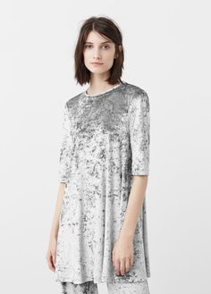 Latest trends in women's fashion. Discover our designs: dresses, tops, jeans, coats and shirts. Grey Velvet Dress, Velvet T Shirt, Pastel Grey, Jeans, Mango, Ideias Fashion, Latest Trends, Take That, Tunic Tops