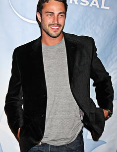 I originally crushed on Taylor Kinney back in 2010 as he was about to make his debut as Mason Lockwood on The CW's The Vampire Diaries. Since the actor is one of the stars of NBC&… Most Beautiful Man, Gorgeous Men, Beautiful People, Chicago Fire, Chicago Pd, Taylor Kinney, Cute Celebrities, Celebs, Well Dressed Men