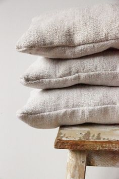 linen pillow Farmhouse linen is super soft and beautiful. Make tea towels, duvets, or throw blankets with the natural and pre washed gorgeous fabric. Linen is versatile and elegant. Hygge, Casa Cook, Neutral Colour Palette, Neutral Tones, Linens And Lace, Linen Pillows, Neutral Pillows, Cotton Pillow, Linen Bedding