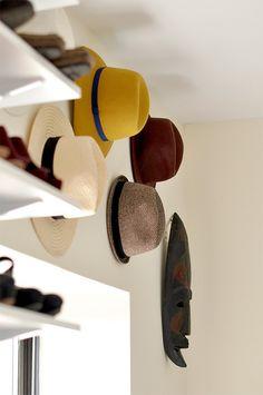 Amazing Hat Rack Ideas & Design For Your Sweet Home Diy Hat Rack, Hat Hanger, Hat Hooks, Backstage Mode, Baseball Hat Racks, Cowboy Hat Rack, Cap Rack, Hat Organization, Organizing Hats