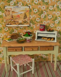Nukkekoti Casablanca: Leipälaatikko - Bread box