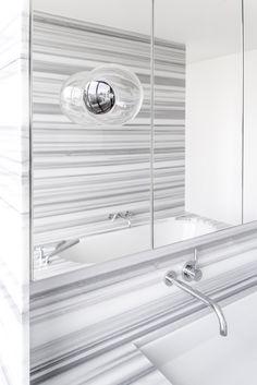 berlin - penthouse - bathroom - marble - built-in furniture - washbasin - mirror - bath - grey - wohnung - badezimmer - marmor - einbaumöbel - waschbecken - spiegel - grau