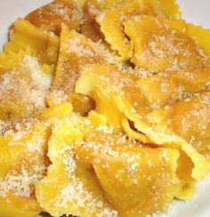 Ricetta Tortelli di zucca mantovani Parma, Italian Main Courses, Zucchini, Snack Recipes, Cooking Recipes, Food Places, Homemade Pasta, Tortellini, Antipasto