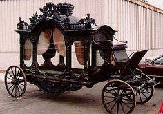 Hearse & other olde-worlde carriages. Vintage Cars, Antique Cars, Flower Car, Cemetery Art, Cool Stuff, Random Stuff, Horse Drawn, Memento Mori, Casket