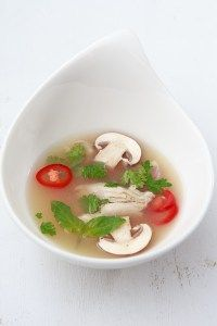 Tom Yam Gai - sauer-scharfe thailändische Suppe