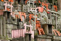 Small sub-shrines cover a hillside deep in the rear recesses of Kyoto's Fushimi Inari Shrine (伏見稲荷大社)