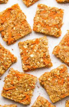 Healthy Carrot Cake Granola Bar Bites – this recipe is SO easy & good! Perfect for breakfasts & snacks! easy clean eating granola bars for kids. Healthy Meals For Two, Healthy Baking, Easy Healthy Recipes, Healthy Desserts, Snack Recipes, Paleo Energy Bars, Low Carb Protein Bars, Energy Bites, High Protein