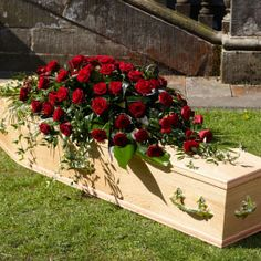 grabgestaltung allerheiligen A beautiful casket spray of exotic flowers and foliage including Anthuriums, Calla lilies and Roses with complimenting foliages. / = / = / = Casket Tributes only available in Leicestershire.