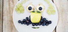 Mit diesen Top 5 kindgerechten Snackideen, muss man Kinder nicht mehr lange überreden gesunde Snacks zu essen. Snacks für Kinder, Obst, lustige Gesichter, kreative Ideen, Snacks im Sommer, Gesunde Snacks, Kindergerecht, Kinderfreundlich Snacks Für Party, Family Kitchen, Baby Led Weaning, Family Events, Diy For Kids, Decorative Plates, Pudding, Breakfast, Desserts