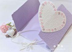 Machen Sie Ihrer Mama eine kleine Freude mit dieser besonderen, handgemachten Karte. Es sind viele Farben erhältlich. Die Karte besteht aus handgeschöpftem Papier, welches ich mit viel Liebe selbst schöpfe. Sie wird mit einem Umschlag und einem Einlegeblatt aus Transparentpapier geliefert. Eine Individualisierung mit einem Wunsch-Titel kann ebenfalls gewählt weden.  #Glückwunschkarte #Muttertag #Blumen #Herz #pastell #lilimo #Muttertagskarte #bestemama #bestmom #liebe #blümchen #danke #mama Beste Mama, Scrapbook, Tableware, Cards, Lilac, Paper, Pastel, Glee, Heart