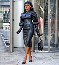 Four Stunning Retro Seasonal Looks For Women Of Color Black Leather Gloves, Leather Corset, Ebony Beauty, Black Beauty, Sexy Skirt, Skirt Suit, Latex Dress, Leather Dresses, Leather Fashion