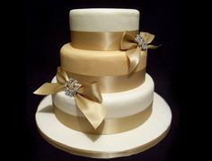 The Wedding Collections: Pretty Gold wedding Cakes