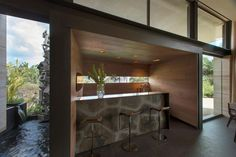 AFS Lomas Country Club indoor/outdoor kitchen in Mexico City: Vieyra Arquitectos Arch Interior, Interior And Exterior, Indoor Outdoor Kitchen, Street House, Outdoor Sculpture, Architect House, My Dream Home, My House, Farm House